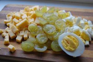 Накрезка для салата из винограда и курицы