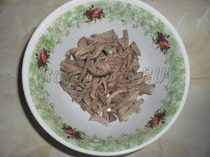 Режем для салата свиной язык